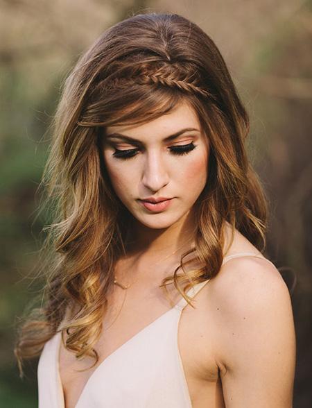 peinado de novia con cabello suelto y diadema de trenza - Peinados Pelo Largo Suelto