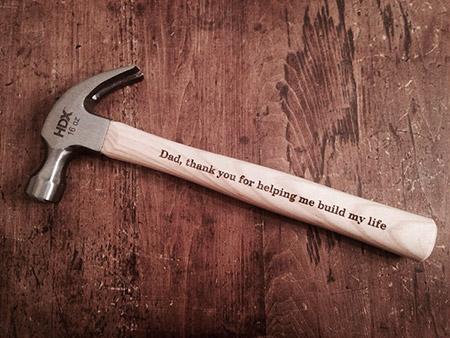 Un martillo personalizado para el papá de la Novia