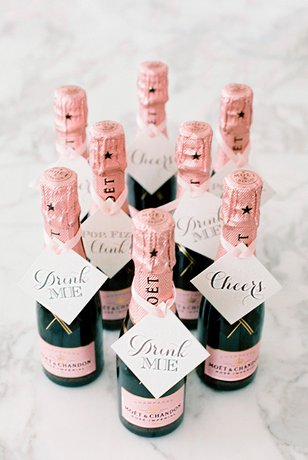 Mini-botellas de champagne para las invitadas