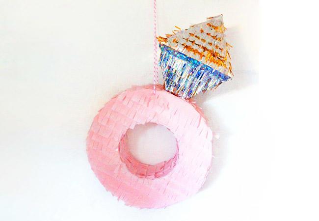 Piñata anillo de compromiso
