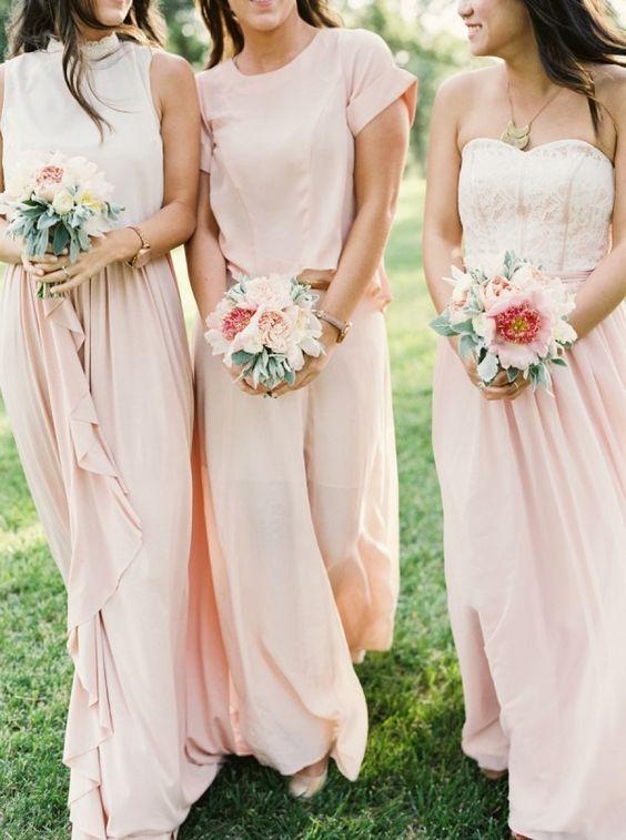 Las flores son el complemento pefecto para el look de las damas de honor