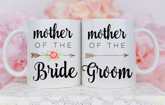 Tazas con dedicatoria para las mamás de los novios