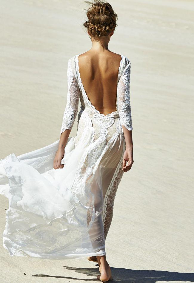Vestido vaporoso para una boda en la playa
