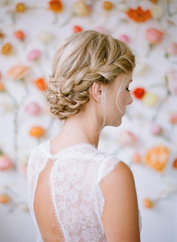 Peinado de novia recogido con trenza