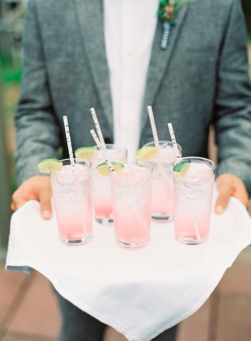 Bebidas para los invitados con los colores de boda 2016