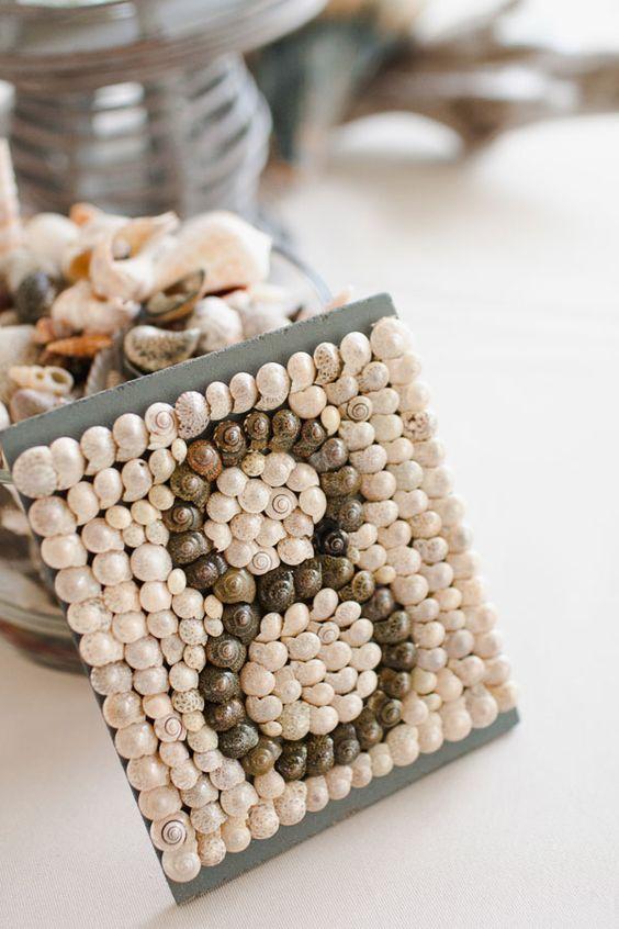 Conchitas para numerar las mesas de la boda en la playa