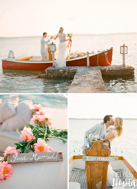 Un bote como transporte de los novios