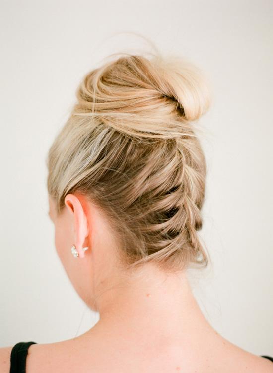 Peinado recogido alto con trenza