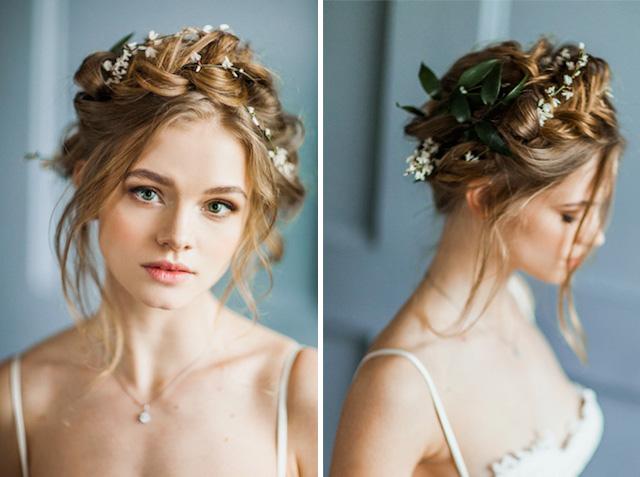 Peinado Trenza corona adornado con pequeñas flores