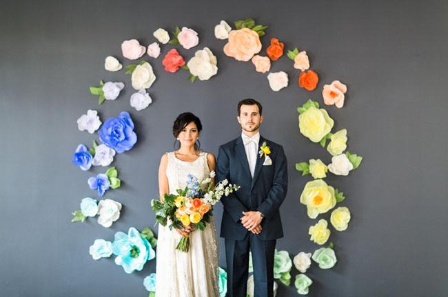Fondo con flores de papel de colores