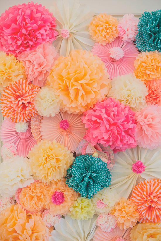Muro de flores de papel