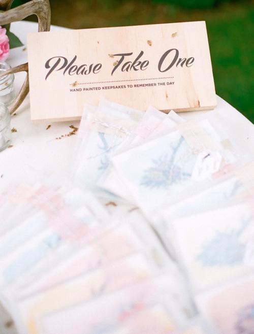 Postales pintadas a mano para los invitados