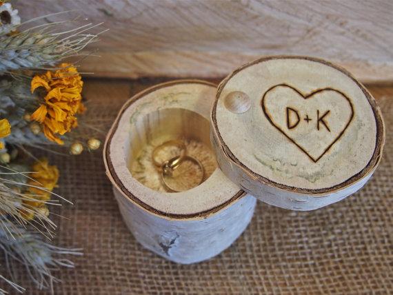 Cajita de madera para anillos de boda