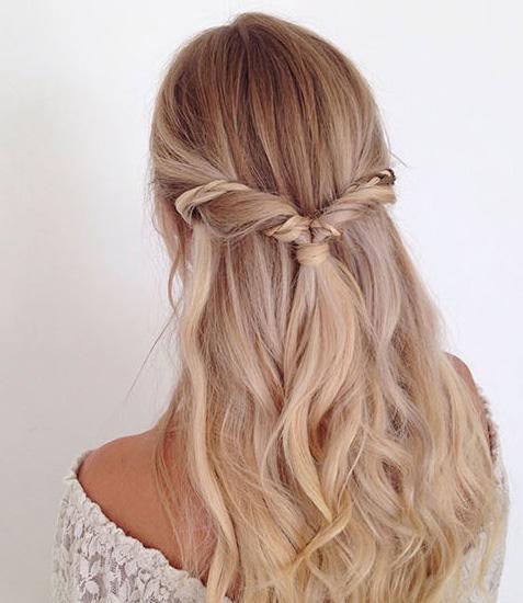 Peinado cabello suelto con trenza