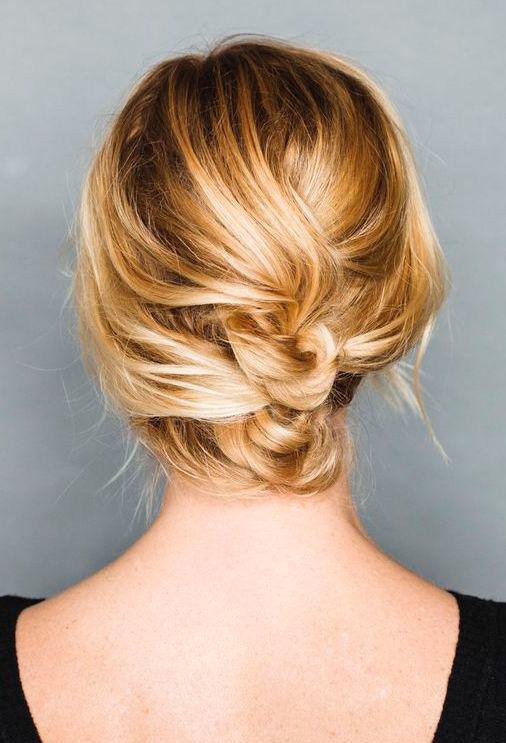 Fácil peinado recogido para cabello corto