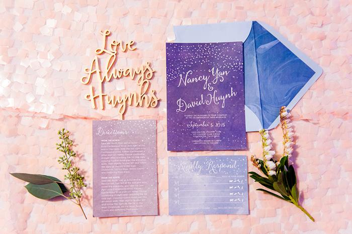 Combinación Ultra Violet para las invitaciones de boda