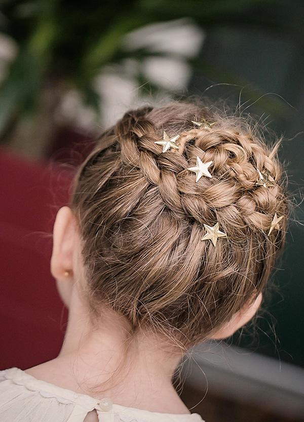 Peinado para Damita con broches de estrellas
