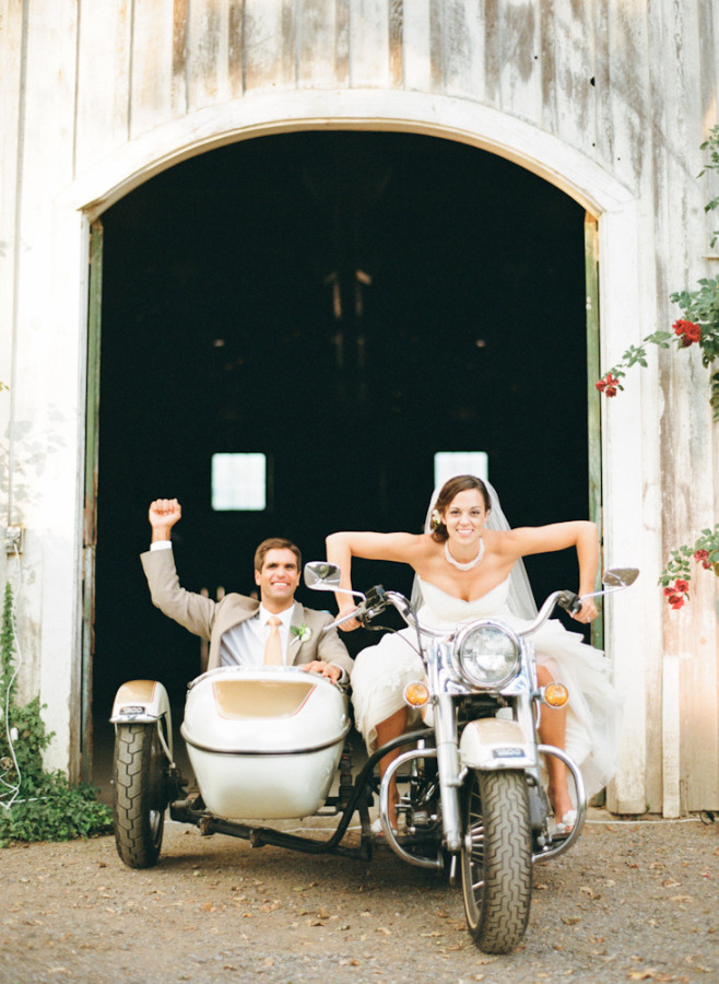 Los novios en moto - Divertidas ideas de fotos