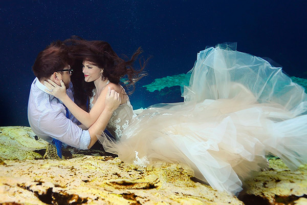 Trash the dress en cenote de Riviera Maya